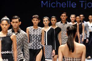 Hasil gambar untuk fashion indonesia bateeq